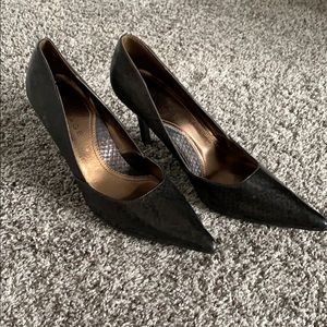Brown snake skin pointed toe heels